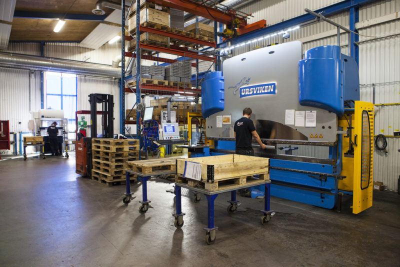 Kantpressing. Vi på Rotage kan det mesta inom bockning och kantpressning. Robotbockning, automatisk bockning, manuell bockning.